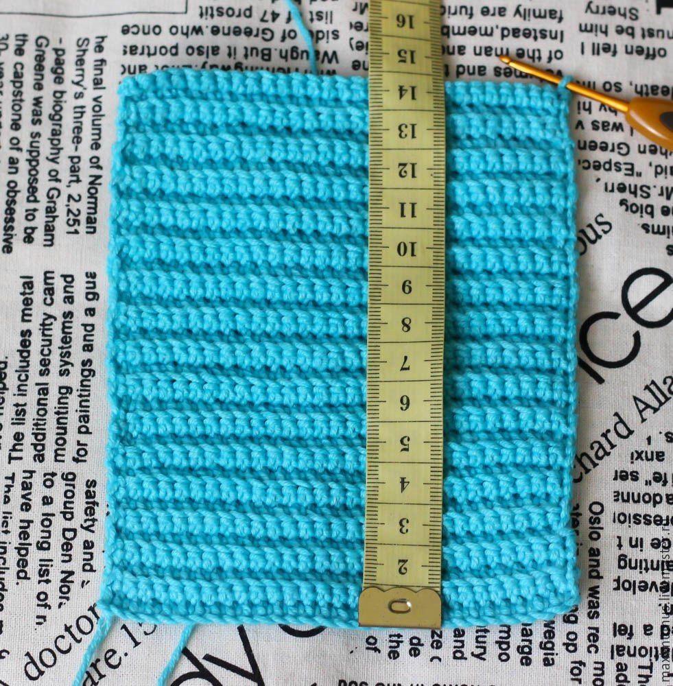 Вяжем крючком простые и удобные митенки. Схема